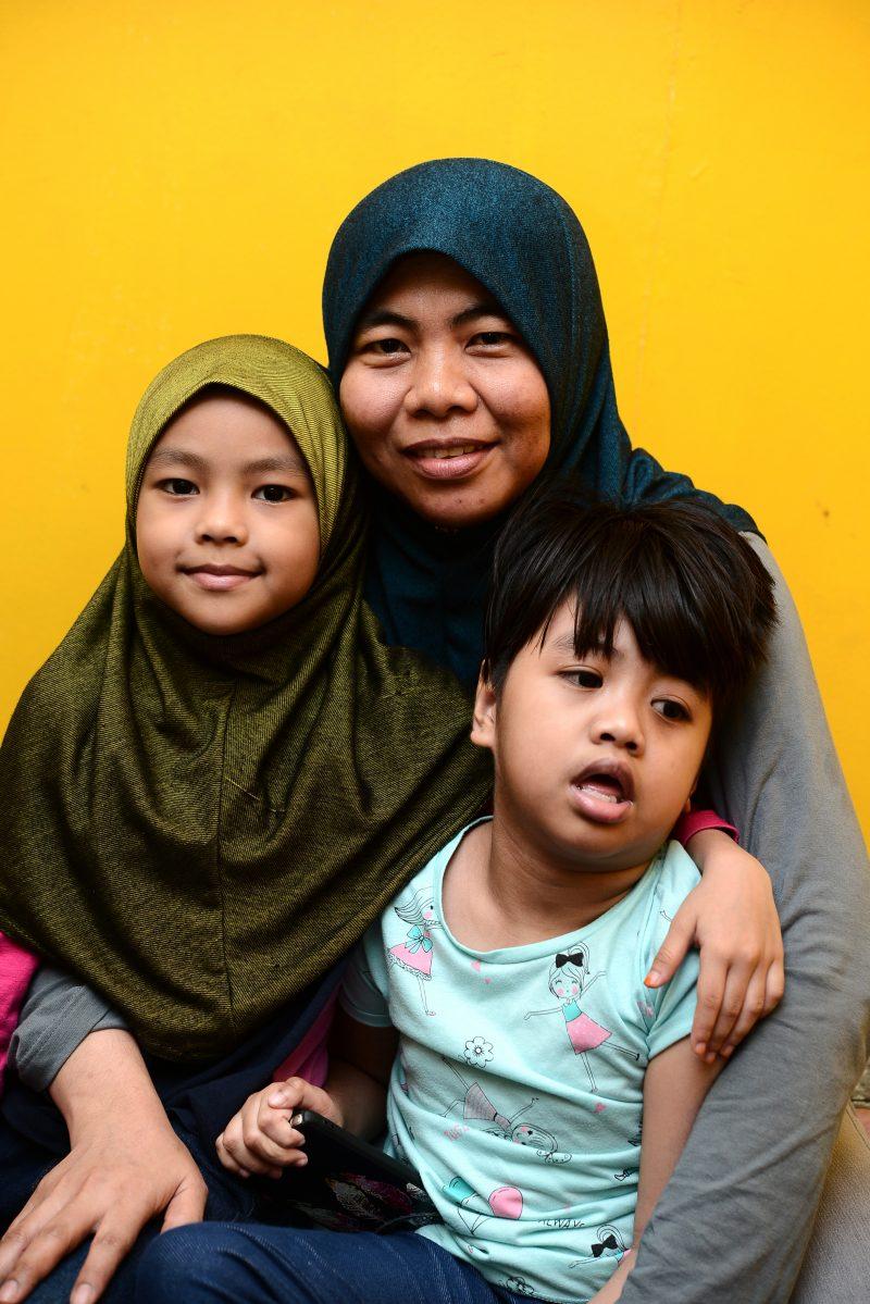 Auni Alami Cerebral Palsy, Mak Ayah Refinance Rumah, Jual Burger Berwarna Janji Anak Pulih Dan 5 Yang Lain Cukup Makan