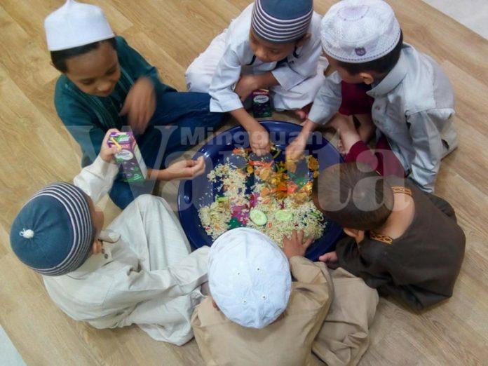 Jika Terasa Jauh Dengan Anak, Cubalah Sunnah Makan Satu Talam