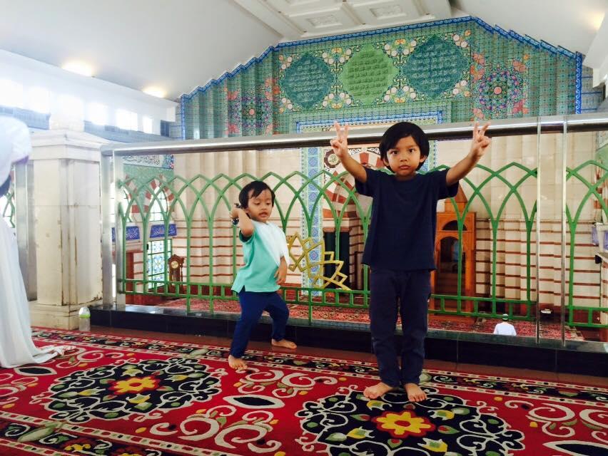 Mak-mak Yang jerit Pada Anak Bukan Garang, Tapi Dialah Paling Sweet Lagi Struggle Nak Bagi Anak Jadi 'Orang'