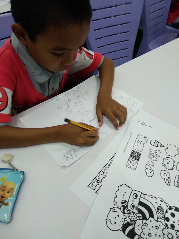 Mak Ini Tahu Bakat Seni Doodle Anaknya, Sebab Nak Beri Galakan Dia Rela Berbengkel Sama